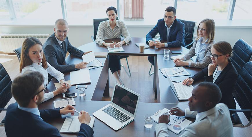 Virksomhetens ledere møtes for å planlegge videre drift i bedriften