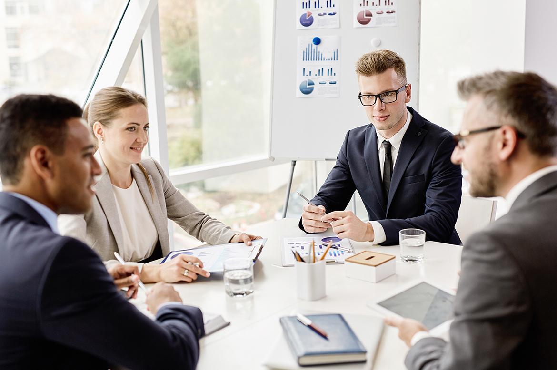 Et styre som aktivt diskuterer løsninger for virksomheten B2B salg