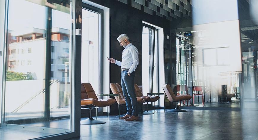 Lederen/eieren av virksomheten planlegger en endringsprosess i bedriften for å øke lønnsomhet og produktivitet