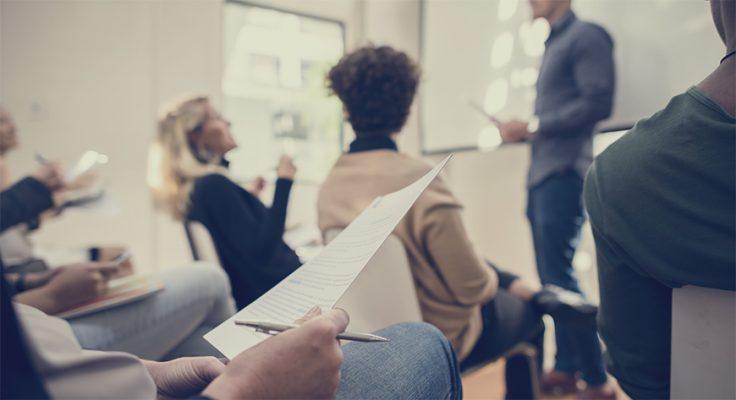 Kurs for mange styremedlemmer som lærer for å bli autoriserte styremedlemmer